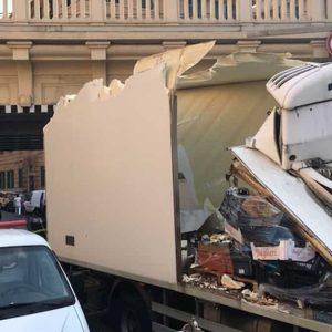 Gorizia, tir finisce sotto al ponte: camionista morto schiacciato