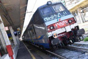 Ferrovie, bavaglio al giornalista che documenta il ritardo