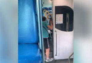 Passeggero litiga con ragazzo nero su treno