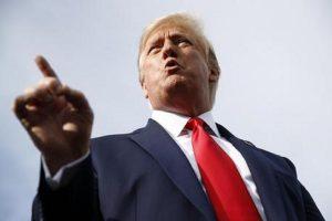 """Trump occhi al cielo: """"Io sono il prescelto"""". 2020, lo rieleggono o no?"""