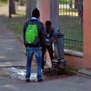 Ventimiglia, sindaco Gaetano Scullino chiude fontana usata dai migranti. Minacce via social