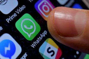 WhatsApp, nuovo messaggio truffa: se apri link...