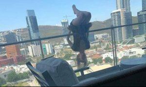 Messico yoga cade dal balcone