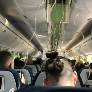 Le mascherine dell'ossigeno sono state azionate sul volo Delta