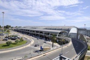 Aeroporto Cagliari scoppia ruota aereo