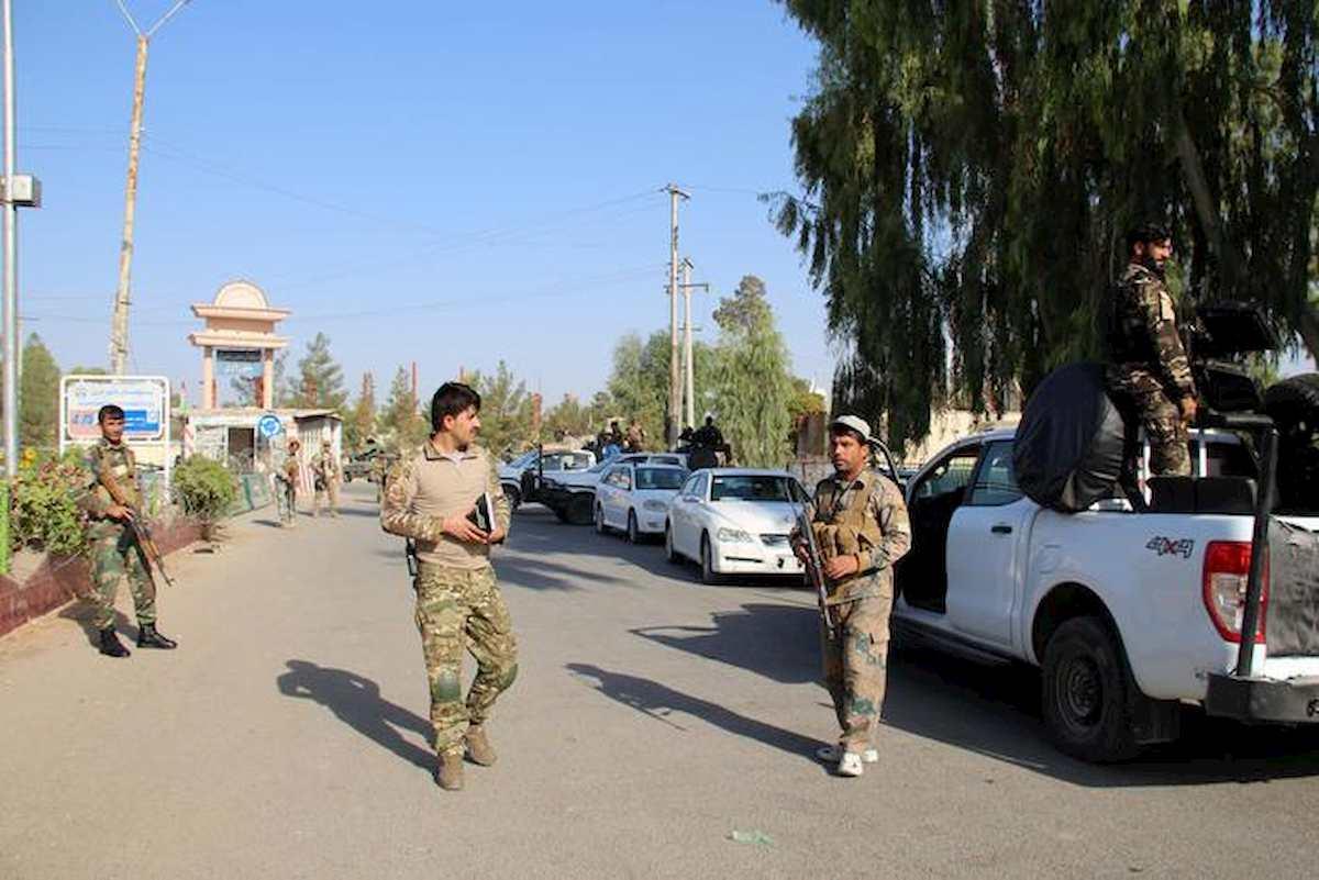Afghanistan, bomba in un seggio: 15 agenti feriti