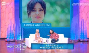 """Vieni da Me, Ambra Angiolini chiama in diretta: """"Grazie per quella foto di m..."""""""