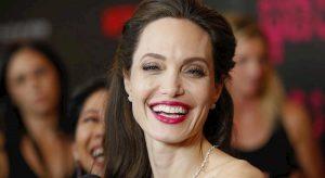 """Brad Pitt ricattato da Angelina Jolie? L'attrice """"userebbe"""" il figlio Maddox..."""