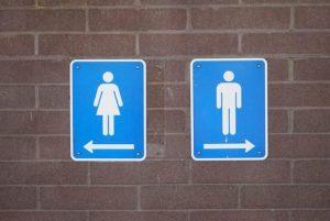 """Andare al bagno nei locali pubblici diventa a pagamento. Da Regione Lazio arriva la """"tassa sulla pipì"""" 02"""