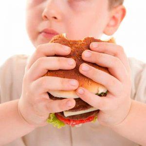 Alcol già a 11 anni, i bambini italiani più obesi...Ma che genitori siamo?