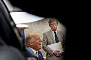 Bolton e Trump
