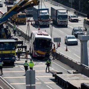 Cina, schianto bus contro camion: almeno 36 morti e 36 feriti
