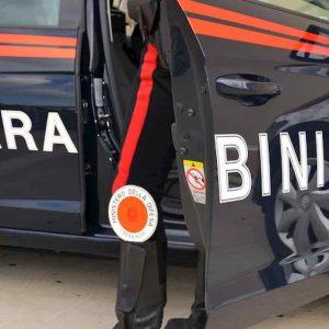 Roma: inseguimento sul Grande raccordo anulare per sfuggire ai carabinieri, due rom seminano il panico