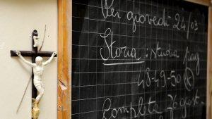 """Crocifisso in aula, Fioramonti: """"Meglio una cartina del mondo"""""""