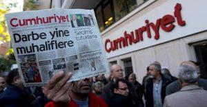 Turchia, tornano liberi 5 giornalisti di Cumhuriyet