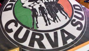 """""""Drughi Juve liberi"""": Torino tappezzata di manifesti degli ultras e citazioni di Tolkien"""