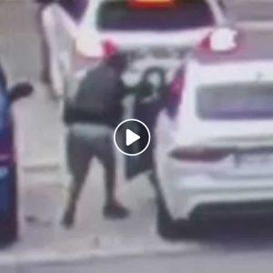 Foggia: ladro ruba auto in 55 secondi nel parcheggio del centro commerciale VIDEO