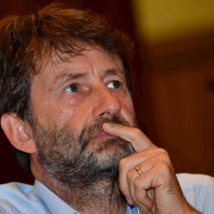 """dario Franceschini sussurra alla minsitra tedesca: """"Renzi? Un grosso problema"""""""