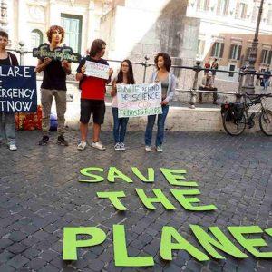 Clima, chi va in piazza a manifestare sarà assente giustificato. Lo ordina il ministro Fioramonti