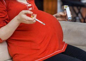 Madri che fumano in gravidanza possono compromettere la fertilità delle figlie