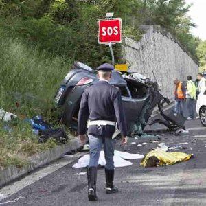 Claudia Oliva morta in incidente, l'ha uccisa il telefono?