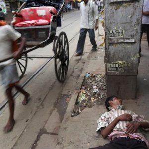 India bimbi uccisi bastonate pipì