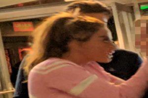 Katie Price ubriaca dà una testata a una donna in discoteca VIDEO