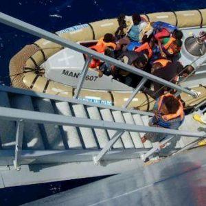 Lampedusa, sbarcati altri 108 migranti: hotspot al collasso