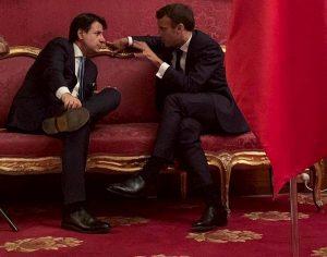 Macron, stretta sui migranti e sul diritto d'asilo