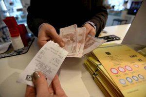 Manovra governo Conte 2, effetto speciale: 240 euro a figlio fino a 18 anni. Per ora solo ai senza lavoro