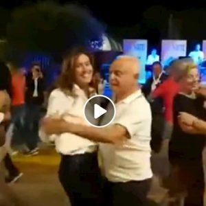Maria Elena Boschi balla con un anziano alla Festa dell'Unità a Firenze VIDEO YOUTUBE