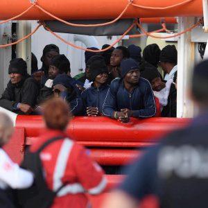 Ocean Viking: 182 migranti sbarcati a Messina