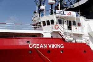 Ocean Viking sbarco Lampedusa