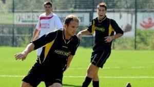 Trento, precipita da 10 metri mentre lavora su un albero: morto l'ex calciatore Paolo Valenti