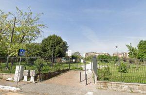 Roma, 18enne trovata impiccata con le mani legate in parco giochi