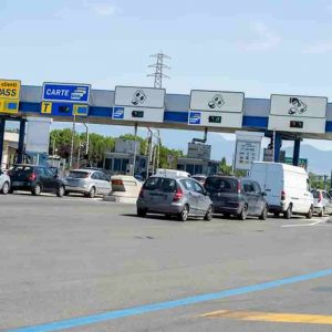 Pedaggi autostrade: niente aumenti delle tariffe fino a metà novembre. Aspi rinvia ancora