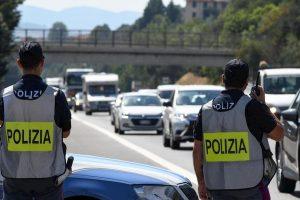Pisa, lite per un sorpasso in autostrada: 77enne viene spinto a terra, è in coma
