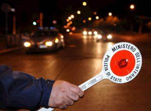Budoni (Sassari), rifiutano alcoltest e picchiano 2 poliziotti al posto di blocco