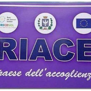 """Riace, sindaco leghista toglie cartello """"paese dell'accoglienza"""": sostituito con nomi dei Santi patroni"""