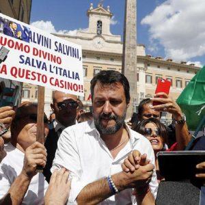 Troppo fascista, Salvini scivola a destra, Berlusconi si defila, Toti ci cade