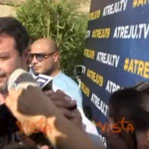 """Bibbiano, Salvini: """"La bambina sul palco di Pontida? E' stata lei a chiedermelo"""" VIDEO"""