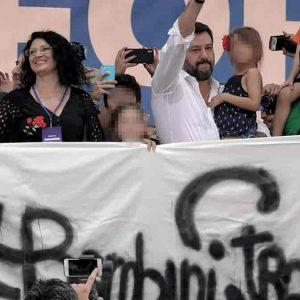 Greta non è una bambina di Bibbiano: Salvini non lo ha detto a Pontida, ma sui social poi...