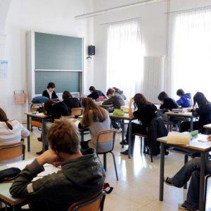 Napoli preside scuola ragazzino treccine