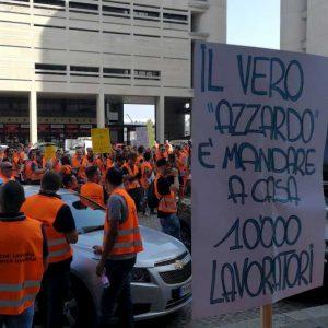 """Bologna, sit-in dei lavoratori del settore gioco contro il distanziometro: """"Così ci condannate"""" 02"""