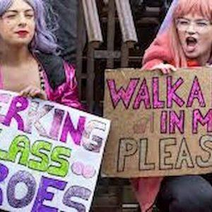 Spogliarelliste contro femministe a Sheffield