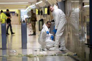 Roma, terrore nella Metro B a Tiburtina: accoltella vigilante, gli strappa pistola e si spara