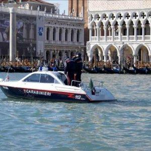 Tifosi Slavia bagno Venezia prima della sfida all'Inter multa salata
