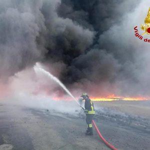 Trezzano sul Naviglio, esplosione e fiamme in una fabbrica di cannabis light: 3 feriti, due gravissimi