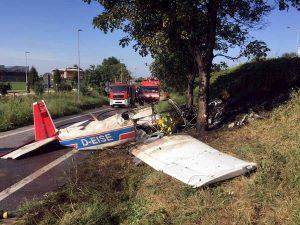 Bergamo, ultraleggero precipita in strada: 1 morto e tre feriti