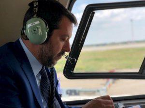 Matteo Salvini sull'aereo di Stato